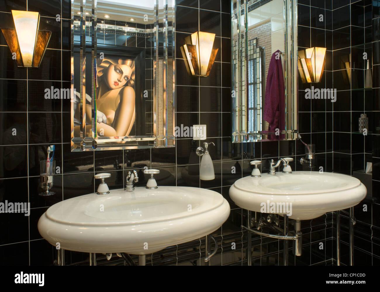 Vor Kurzem Renoviertes Badezimmer Im Art Deco Stil Der 1930er Jahre