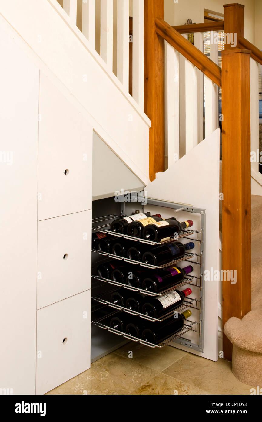 Schrank Unter Treppe In Modernen Flur Gebaut Stockfoto Bild