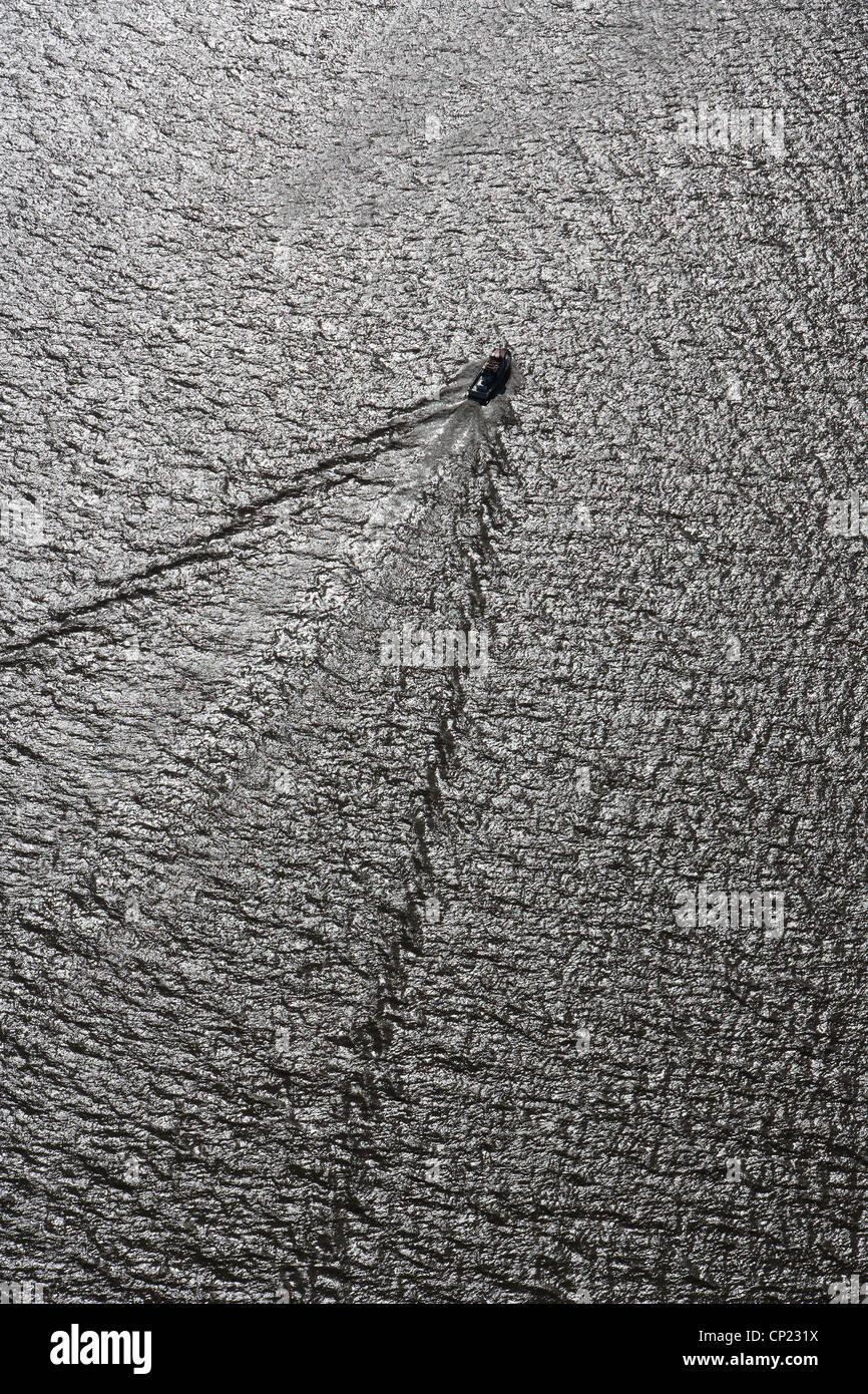 Luftaufnahme Motorboot wake Stockfoto