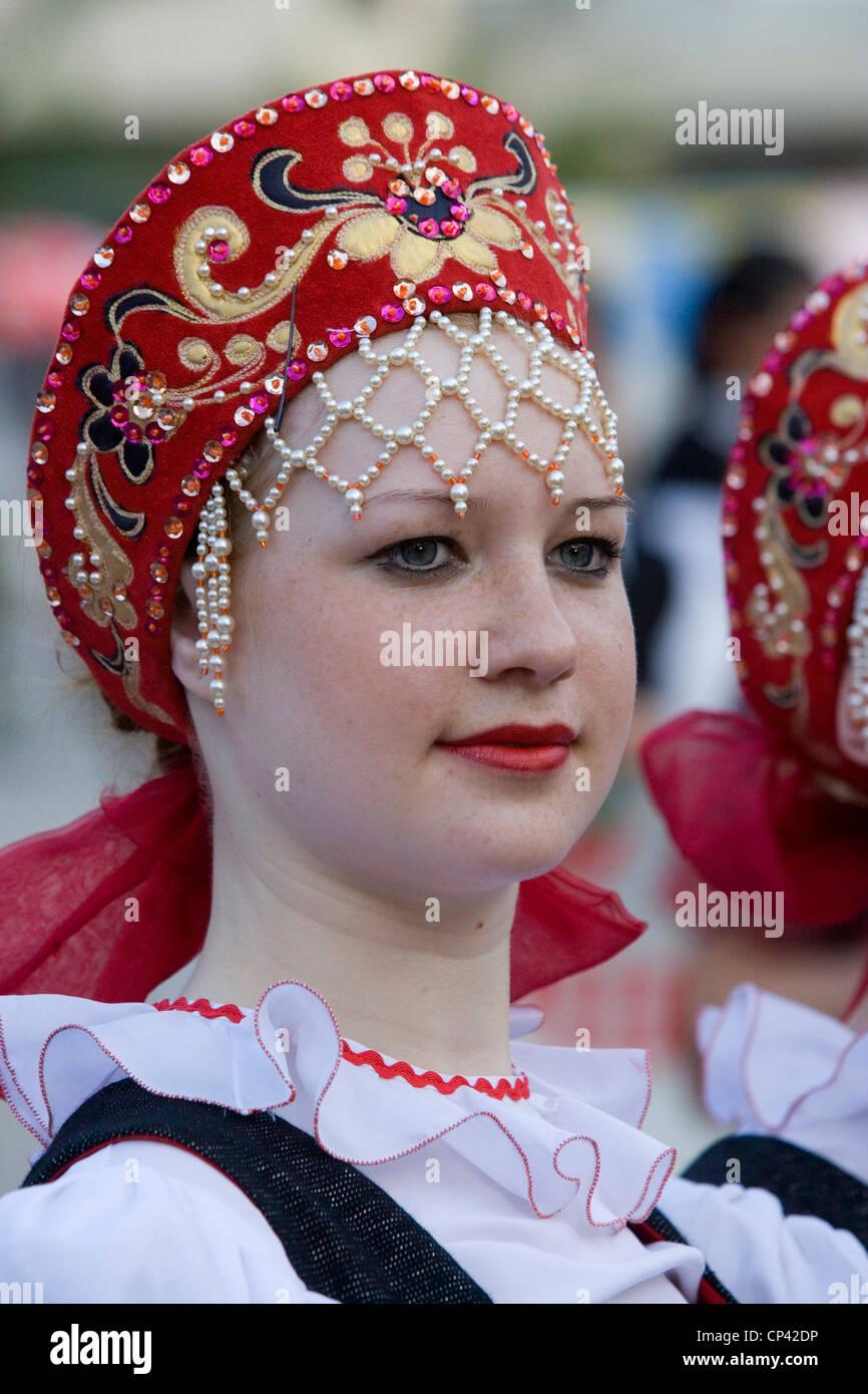 Bulgarien - Veliko T? Zrnovo. Internationale Folklore-Festival. Russische Frau in traditioneller Tracht Stockbild