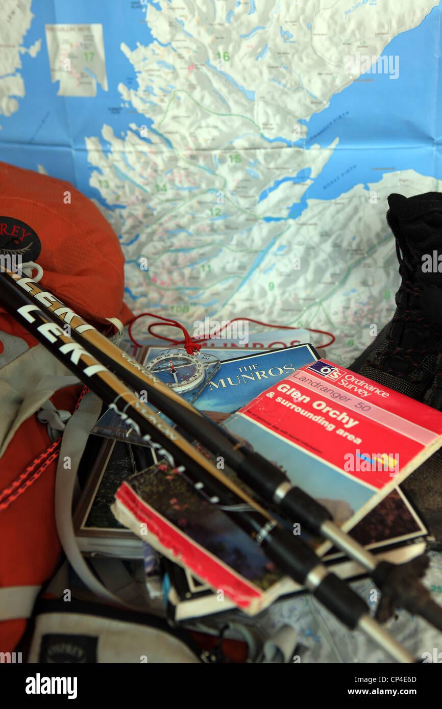 4d9d20595ee8f bergwandern-ausrustung-einschliesslich-bucher-os-karten-walking-stocke-stiefel-rucksack- auf-einer-karte-von-schottland-cp4e6d.jpg