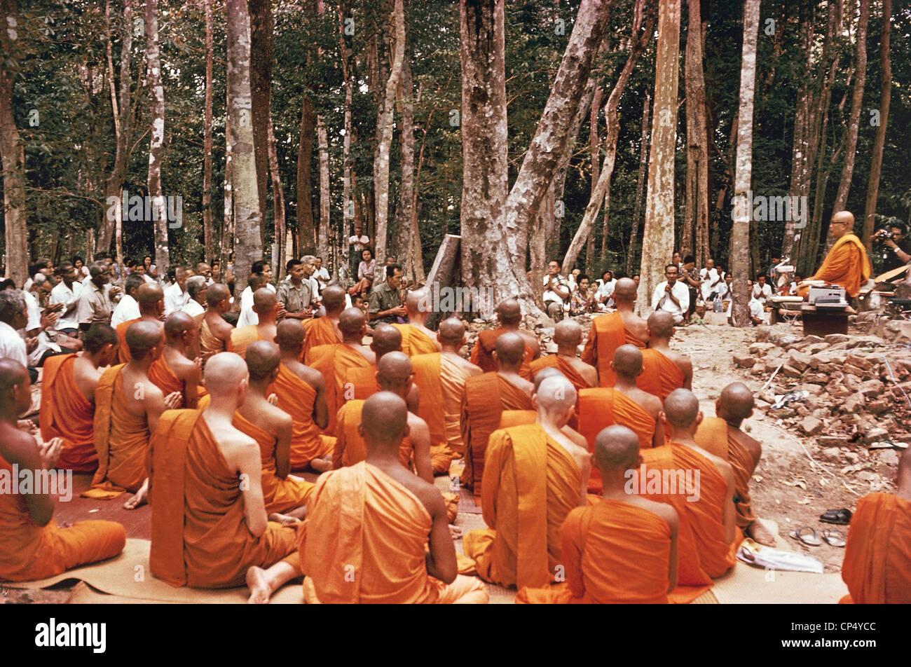 Thailand - Sitzung öffnen zu den Mönchen. Stockbild