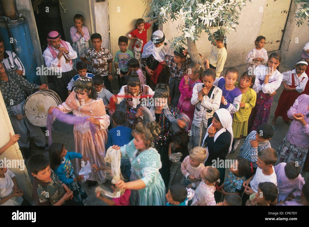 Irak Nord Ostlich Von Mosul Bashiqah Hochzeiten Yezidische