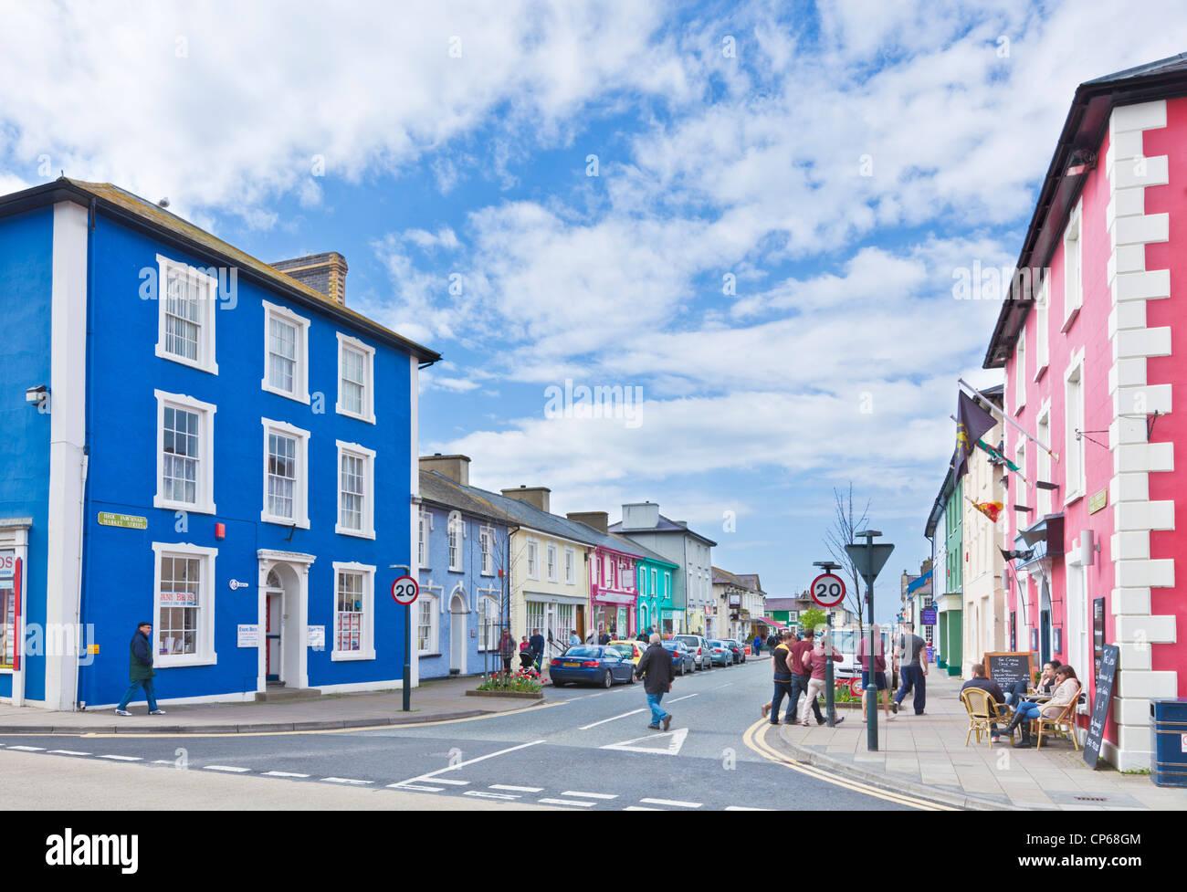 farbige beherbergt Geschäfte und Burg Hotel Aberaeron Mitte Wales Ceredigion Küste UK GB EU Europa Stockbild
