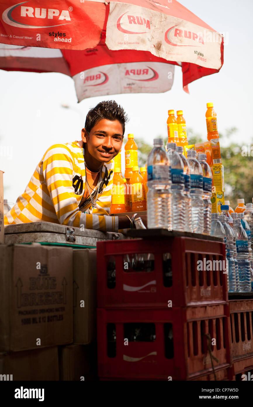 Getränke Krämer Lächeln, Kalkutta (Kolkata), Indien Stockfoto, Bild ...