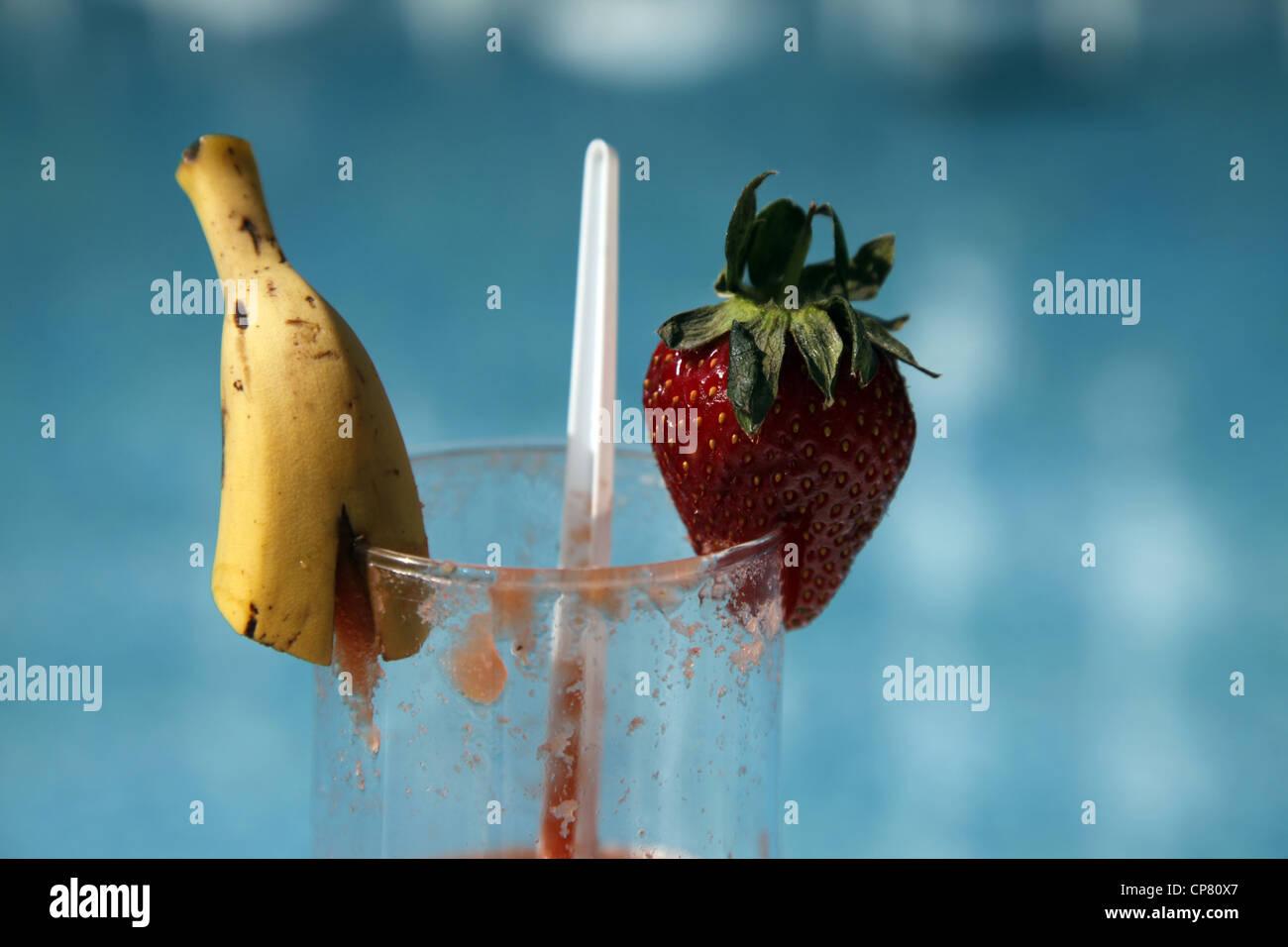 Banane & Erdbeere auf Glas SIDE Türkei 15. April 2012 Stockbild