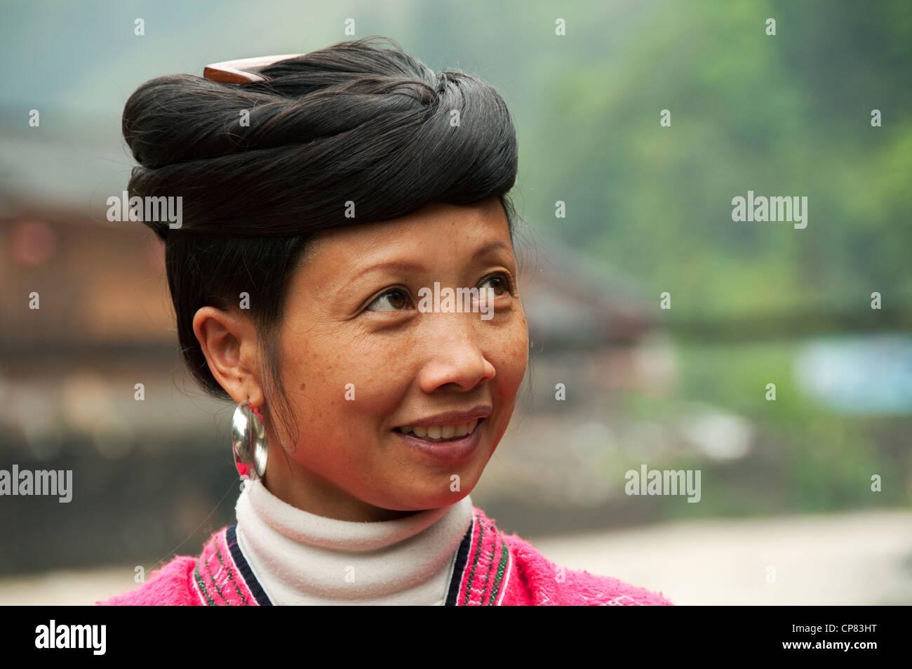 Yao Junge Frau Mit Traditionellen Frisur Einer Frau Ohne Kinder