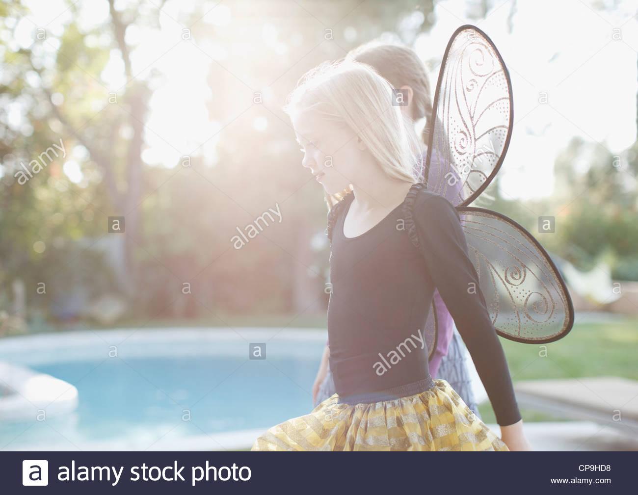 8-9 Jahre, hinterleuchtete, Kalifornien, Freizeitkleidung, kaukasischen, Kindheit, Farbbild, Kostüm, Tag, häusliches Stockbild