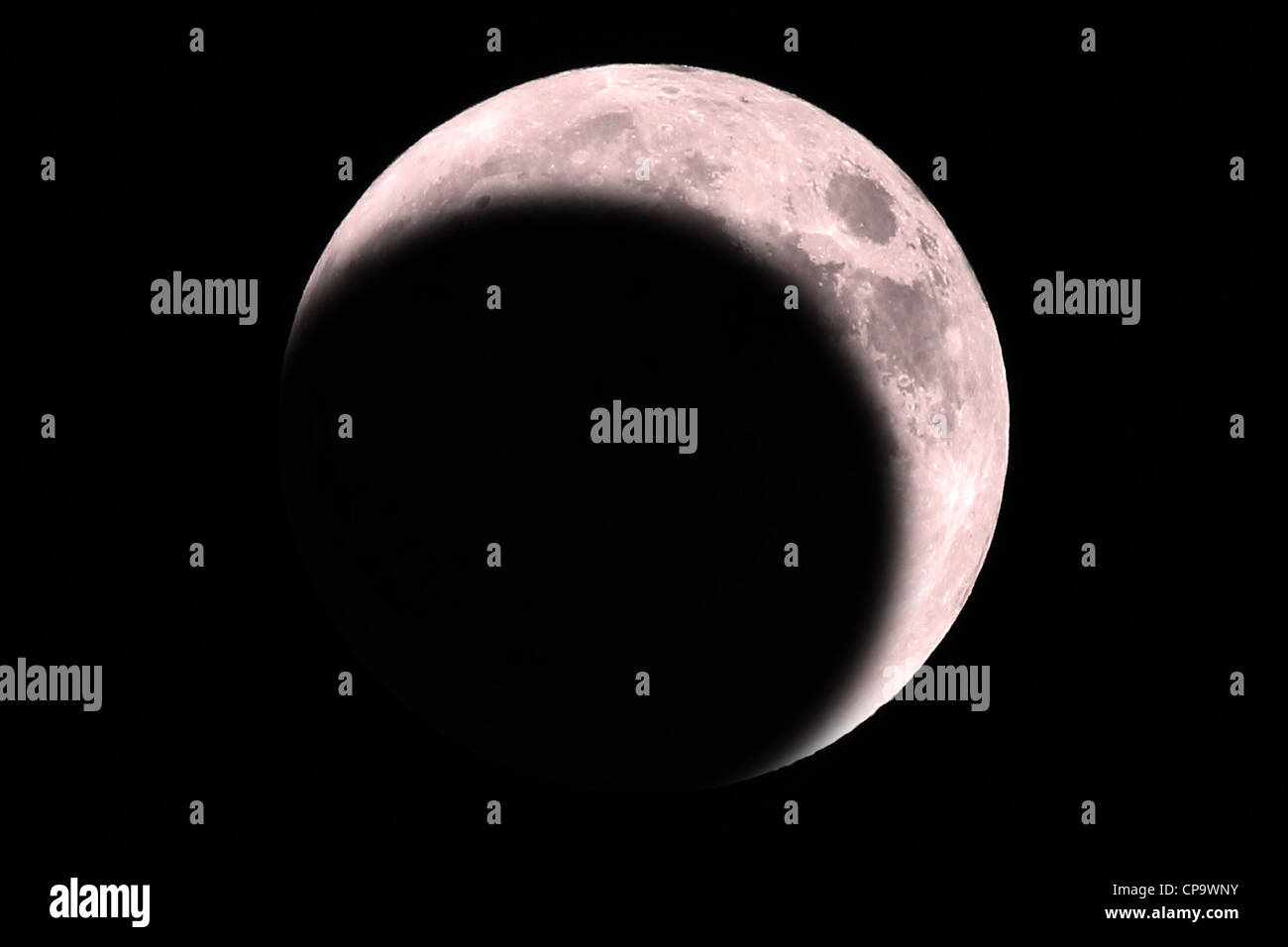 Eine rote Mondfinsternis. Diese Finsternisse auftreten, wenn die Erde direkt zwischen der Sonne und des Mondes, Stockbild