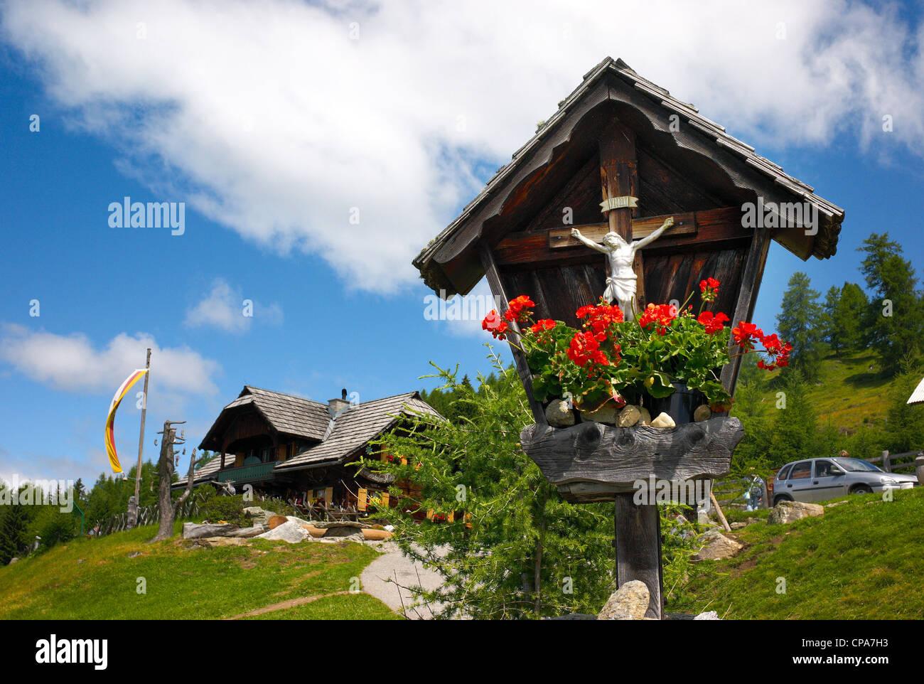 Ein Bildstock auf einem Hügel in Lammersdorf, Millstatt, Österreich Stockbild