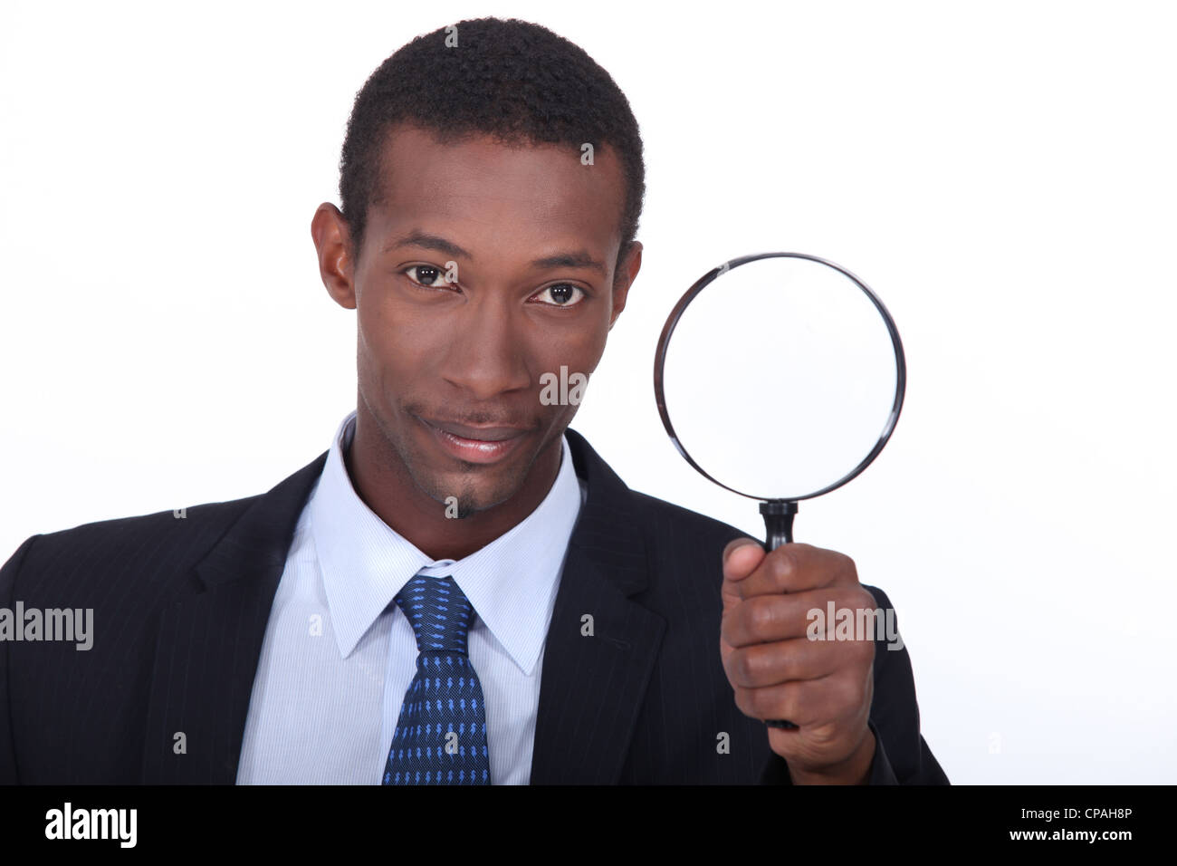 Porträt eines Mannes mit Lupe Stockbild