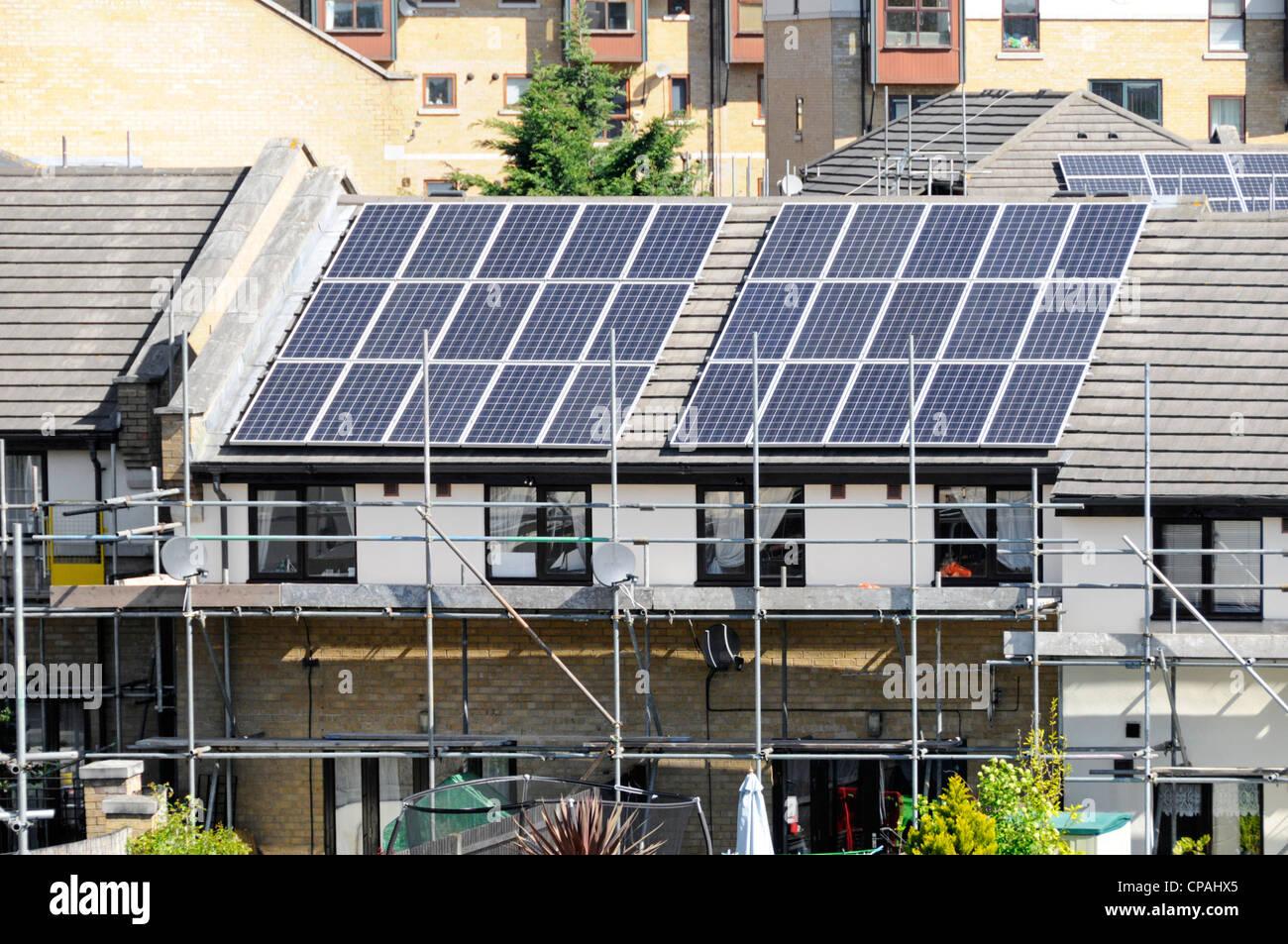 Gerüst Für Solar Energy Power Cell Panels Installation Auf Dem Dach Des  Modernen Haus Für Billiger