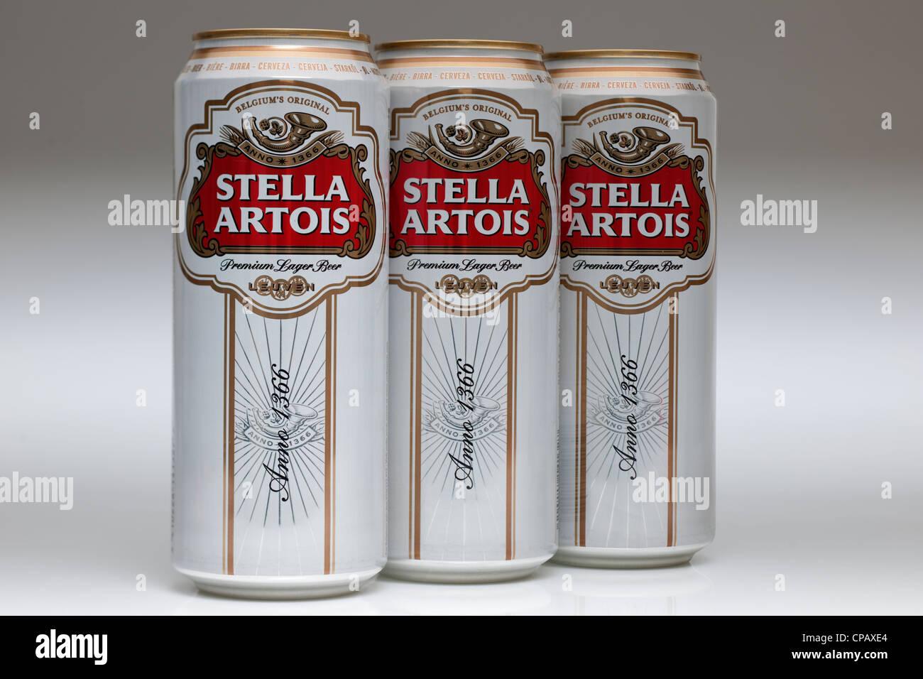 Drei Dosen von Stella Artois lager Stockfoto