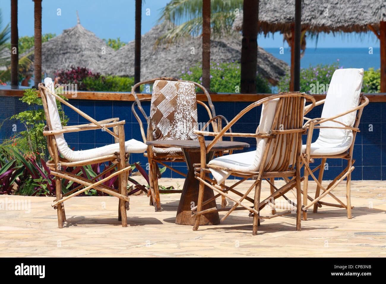 Amazing Eine Bar Im Freien Hölzernen Tisch An Einem Sonnigen Tag Stockbild