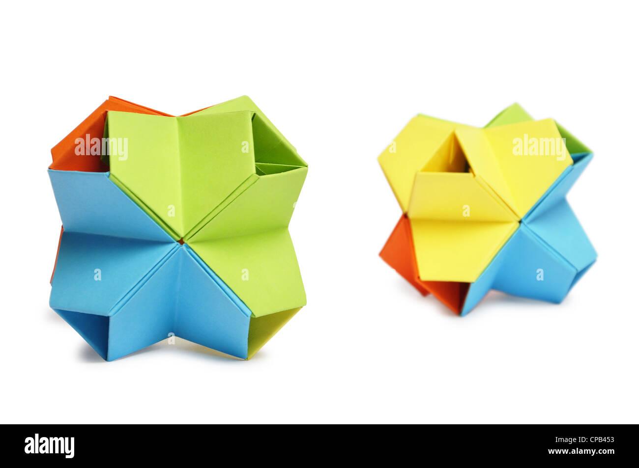 Farbenfrohe Origami Kusudama isoliert auf weiss. Stockbild