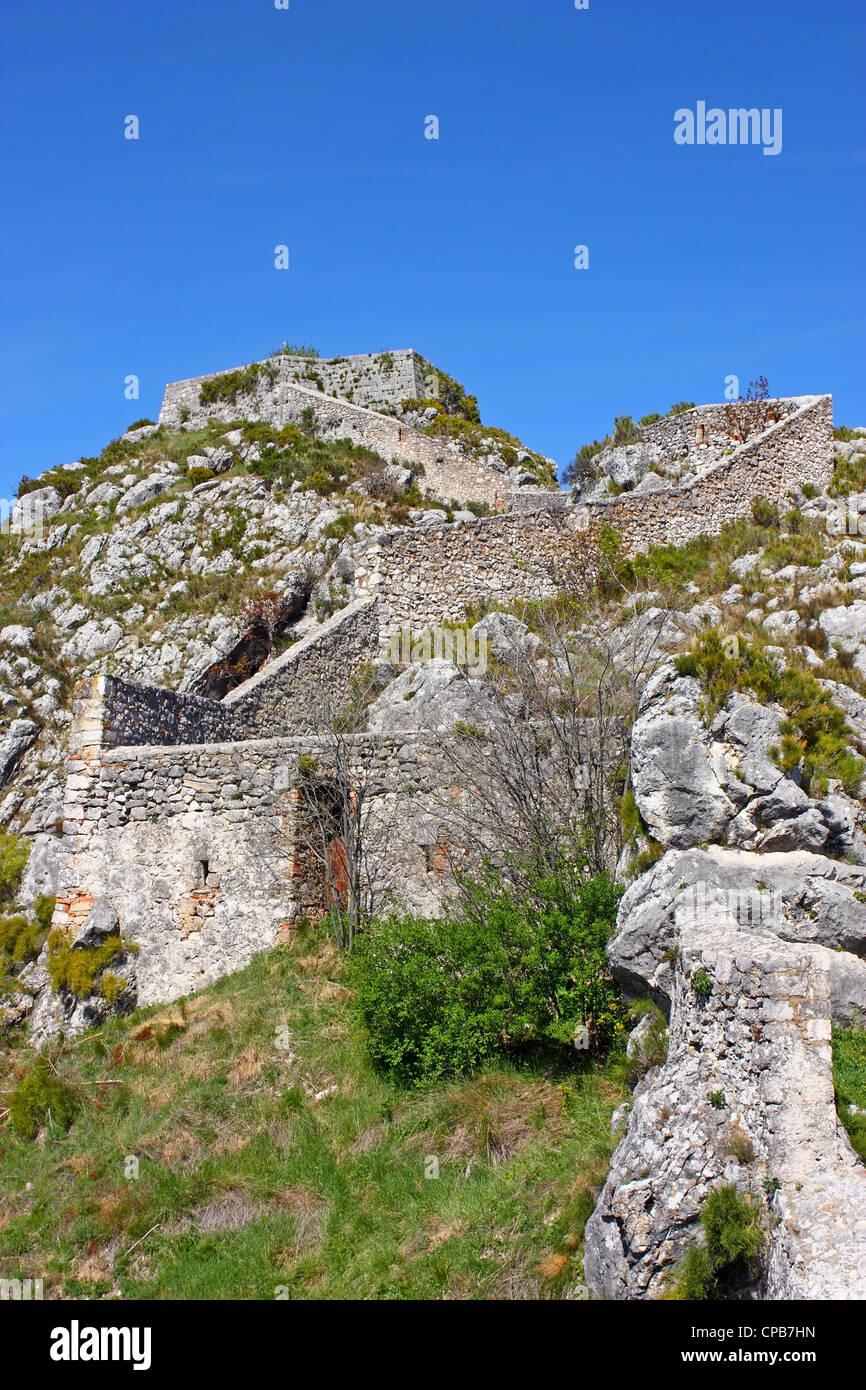 Teil der Festung Knin, zweitgrößte militärische Festung Europas, Stadt Knin, Kroatien Stockbild