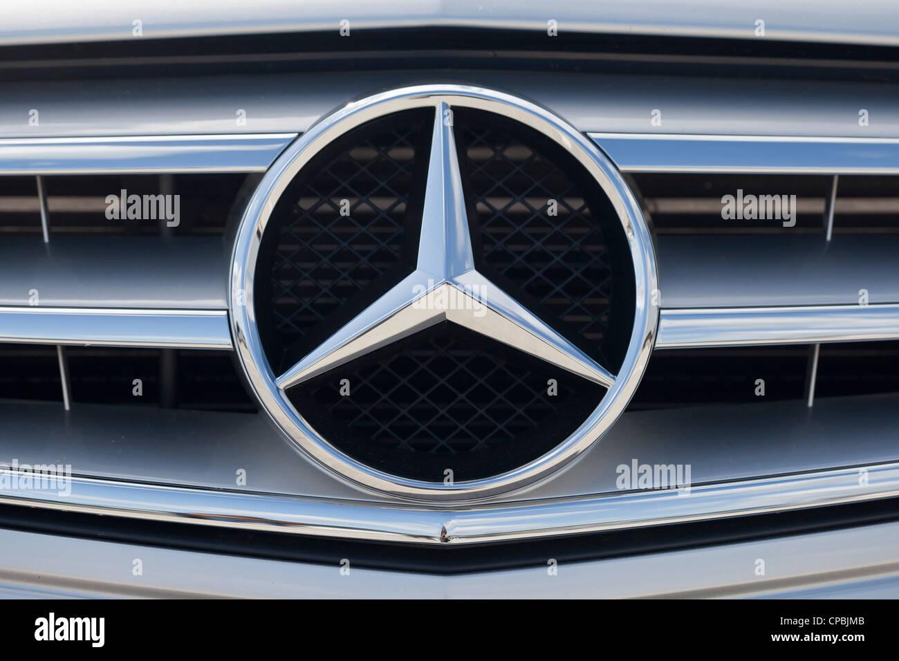 Mercedes-Benz Heizkörper Abdeckung mit dem Mercedes-Benz
