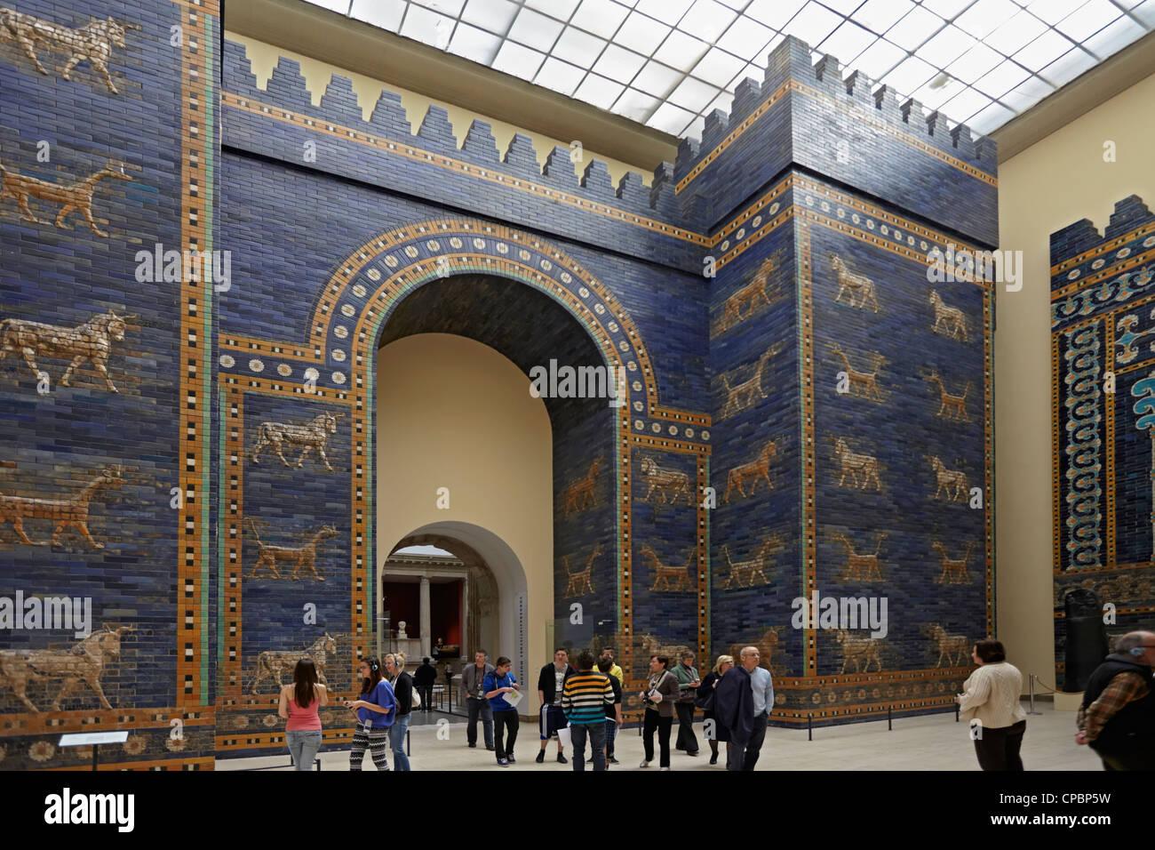 Berlin Pergamon Museum Und Das Ischtar Tor Von Babylon Auf Der Museumsinsel Stockfotografie Alamy
