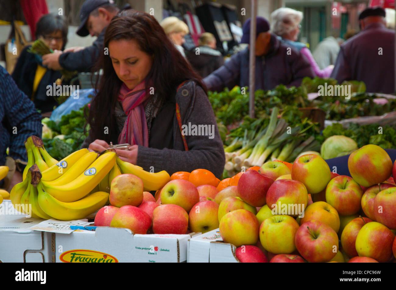 Grocery shopping Dolac die wichtigsten Erzeugnisse vermarkten Mitteleuropa Zagreb Kroatien Stockbild