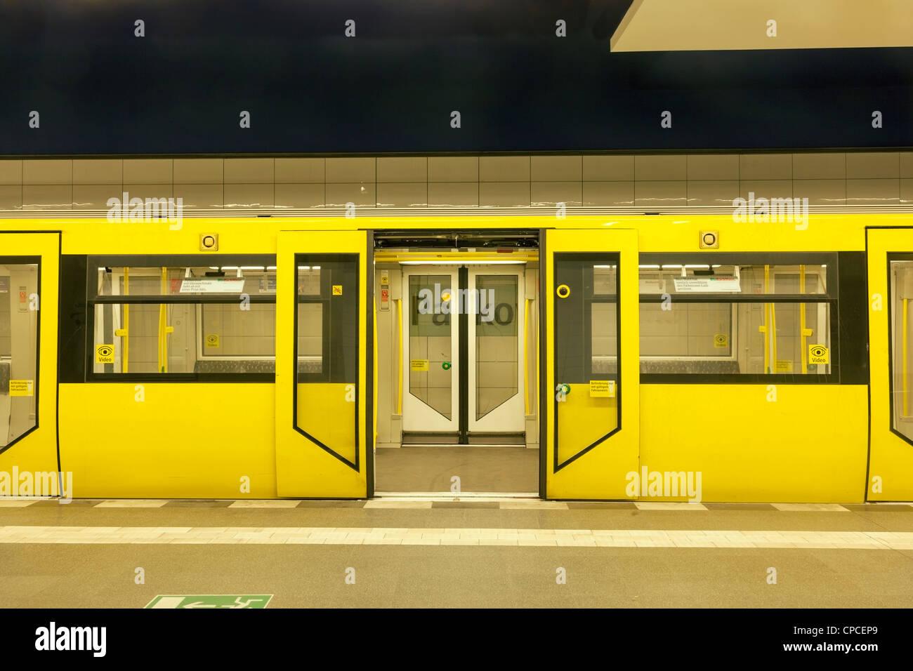 U-Bahn-Zug Stockbild