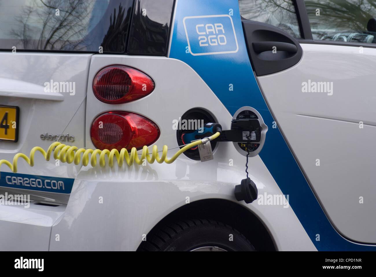 Electric Cars Charging Stockfotos & Electric Cars Charging Bilder ...