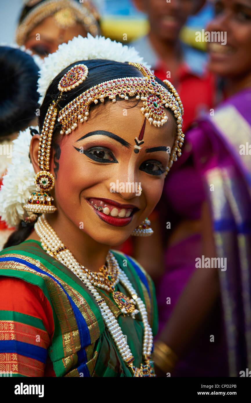 Tanz-Show im Krishna-Tempel, Guruvayur, Kerala, Indien, Asien Stockbild