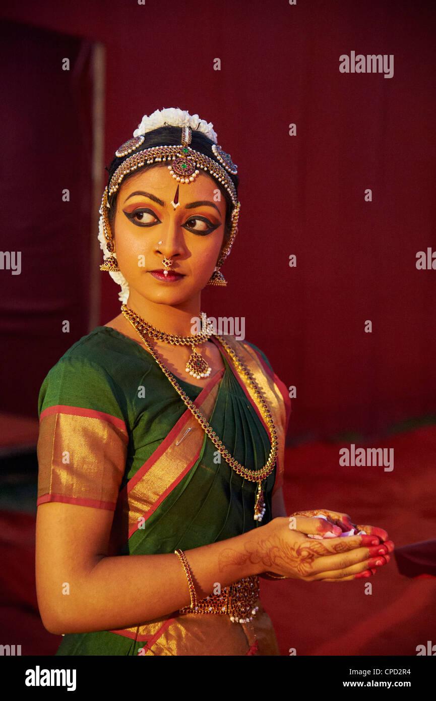 Traditionelle Tänzer, Mamallapuram (Mahabalipuram), Tamil Nadu, Indien, Asien Stockbild