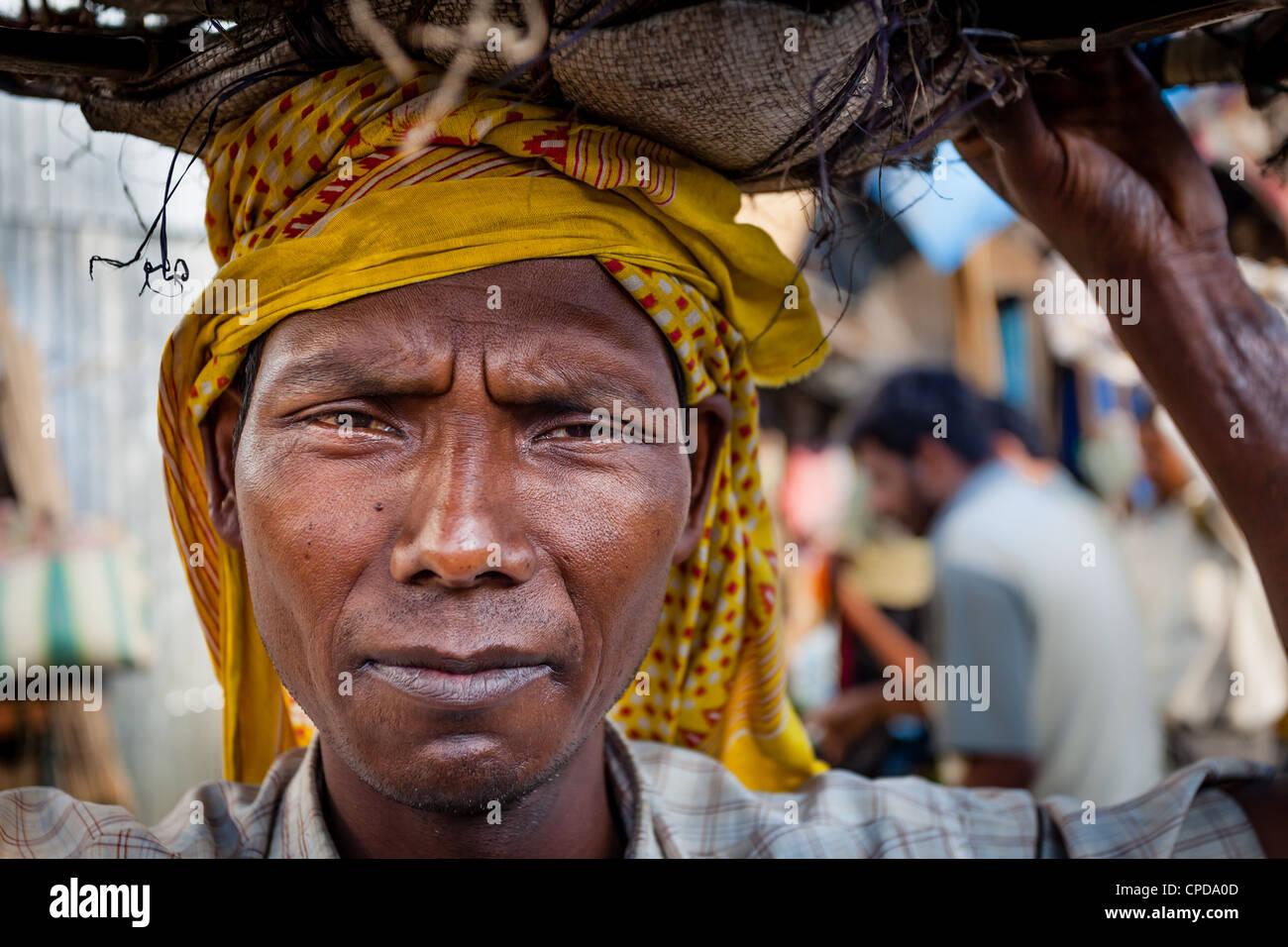 Porträt eines manuellen Arbeiters von Kalkutta in Indien Stockbild