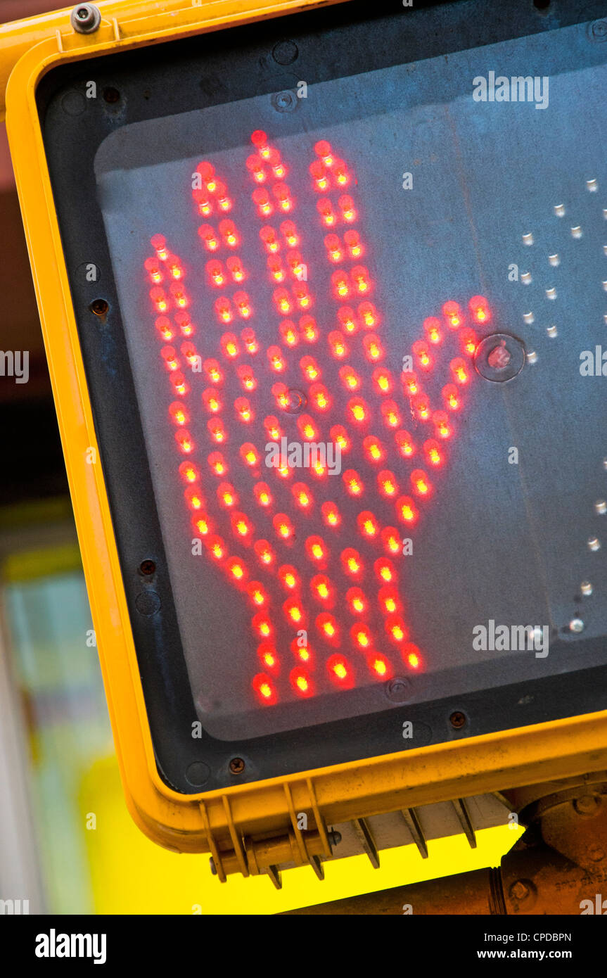 Hand-Stopp-Signal FUßGÄNGERÜBERWEGE Stockbild
