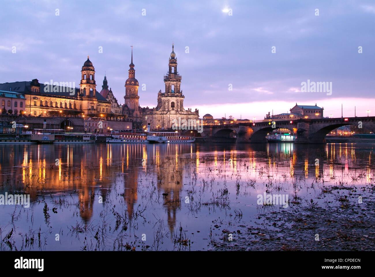 Fluss Elbe, Skyline mit Bruhlsche Terrasse, Hofkirche und ...