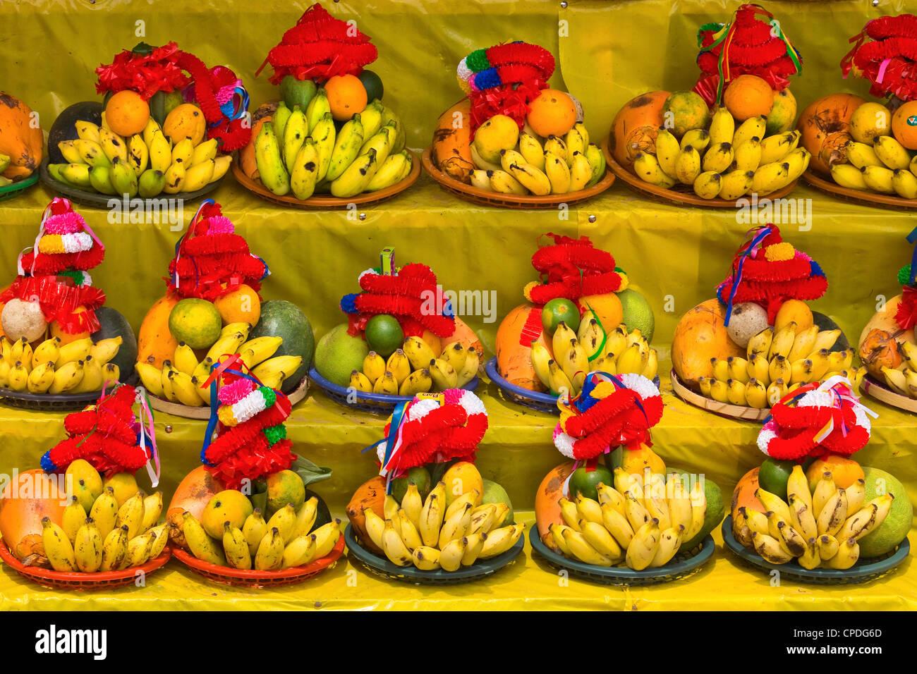 Tempelopfern Früchte für den Verkauf in diesem heiligen Pilgerstadt, populär mit allen Religionen, Stockbild