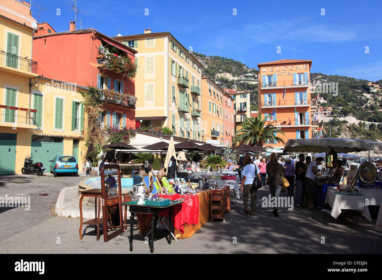 Flohmarkt, Villefranche Sur Mer, Alpes Maritimes, Cote d ' Azur, Côte d ' Azur, Provence, Frankreich, Stockbild