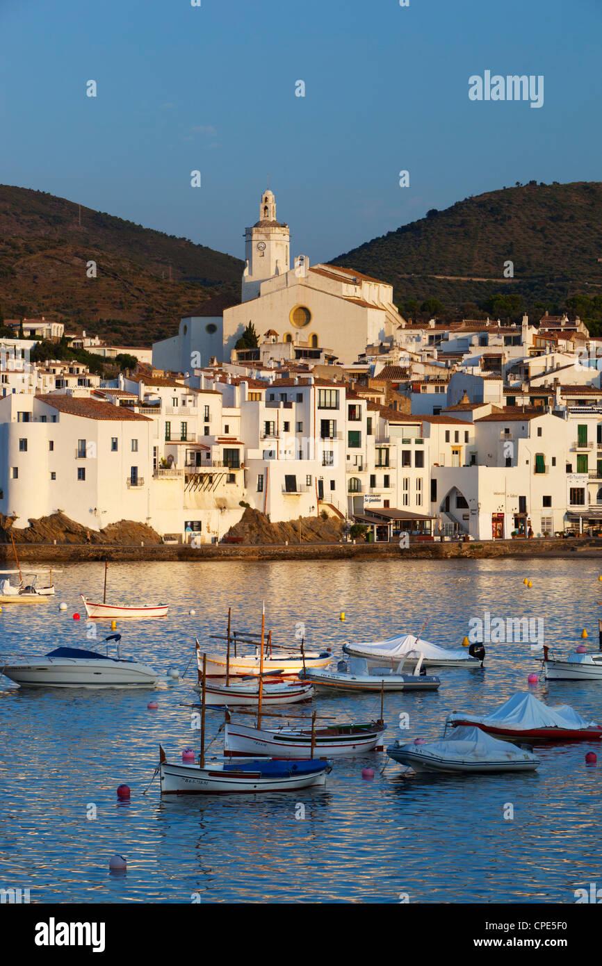 Hafen und Stadt, Cadaques, Costa Brava, Katalonien, Spanien, Mittelmeer, Europa Stockbild