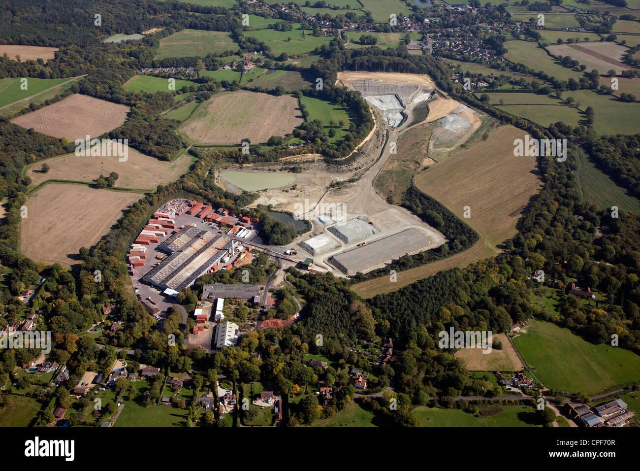 Luftaufnahme des Ibstock Brick Steinbruch bei Newdigate in Surrey Stockbild