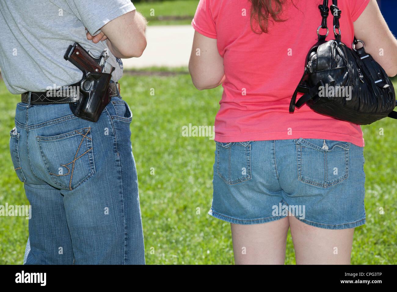"""Pistole Befürworter Kundgebung gegen Aufhebung Michigans """"Stand Your Ground"""" Gesetzes Stockbild"""