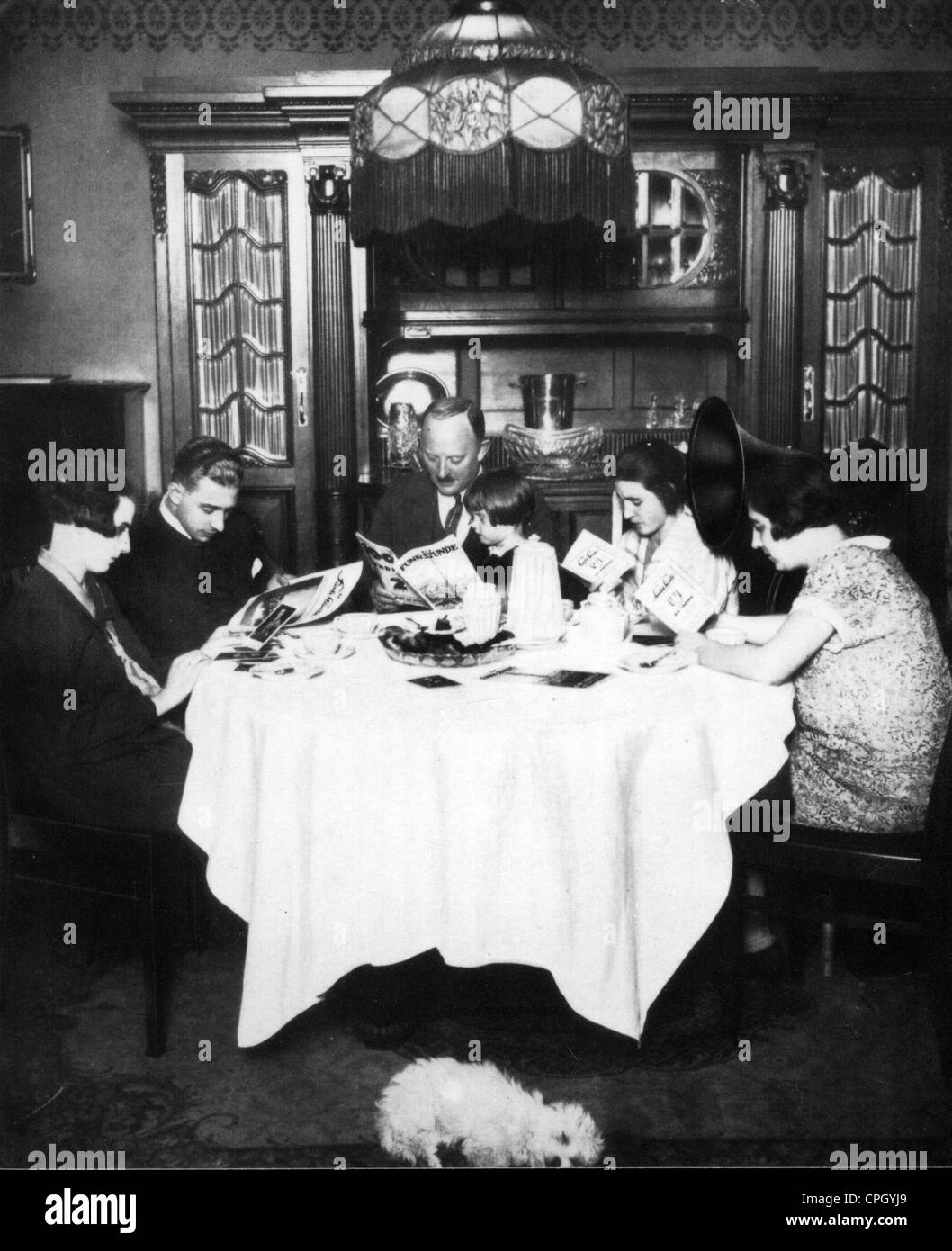 1920s family stockfotos 1920s family bilder alamy for Wohnzimmer 20er jahre