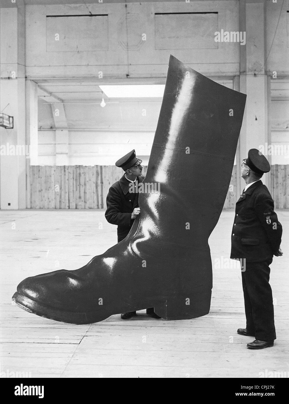 """Ein Display-Element der Ausstellung mit dem Titel """"Gebt Mir Vier Jahre Zeit"""" (Gib mir vier Jahre), 1937 Stockbild"""