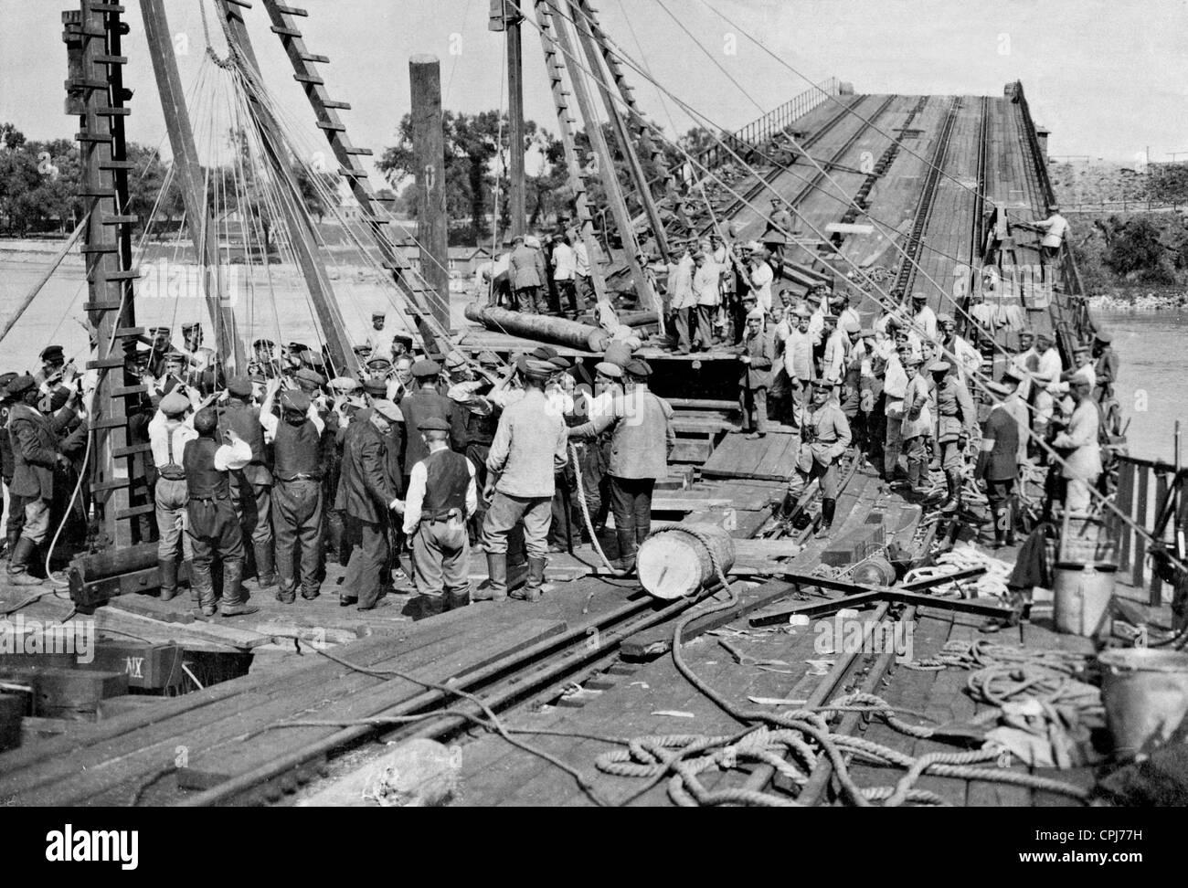 Wiederaufbau der Brücke Weichsel in Warschau, 1915 Stockbild