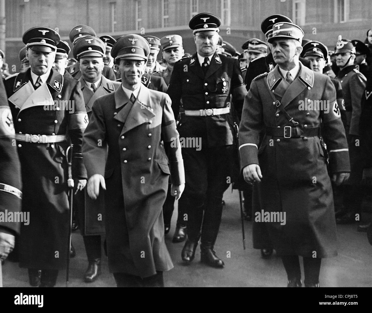 Joseph Goebbels und Ludwig Fichte in Leipzig, 1939 Stockfoto