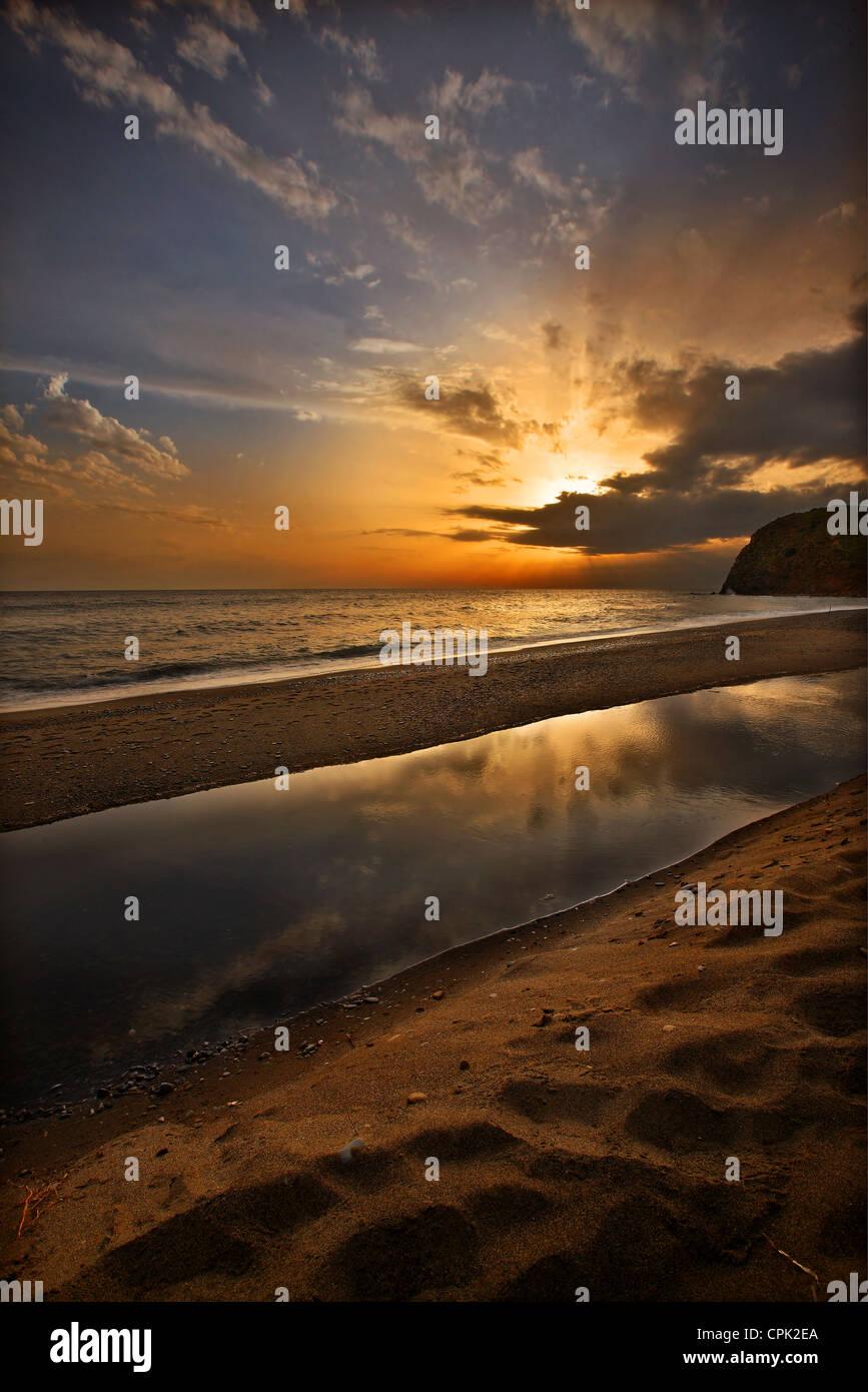Sonnenuntergang am Strand von Agia Markella, in der Nähe von Volissos, Chios Insel Nordost Ägäis, Stockbild