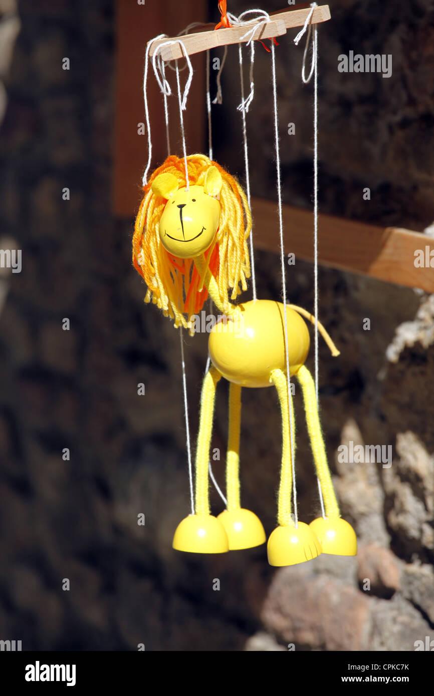 GELB aus Holz GIRAFFE Marionette SAN GIMIGNANO Toskana Italien 10. Mai 2012 Stockbild