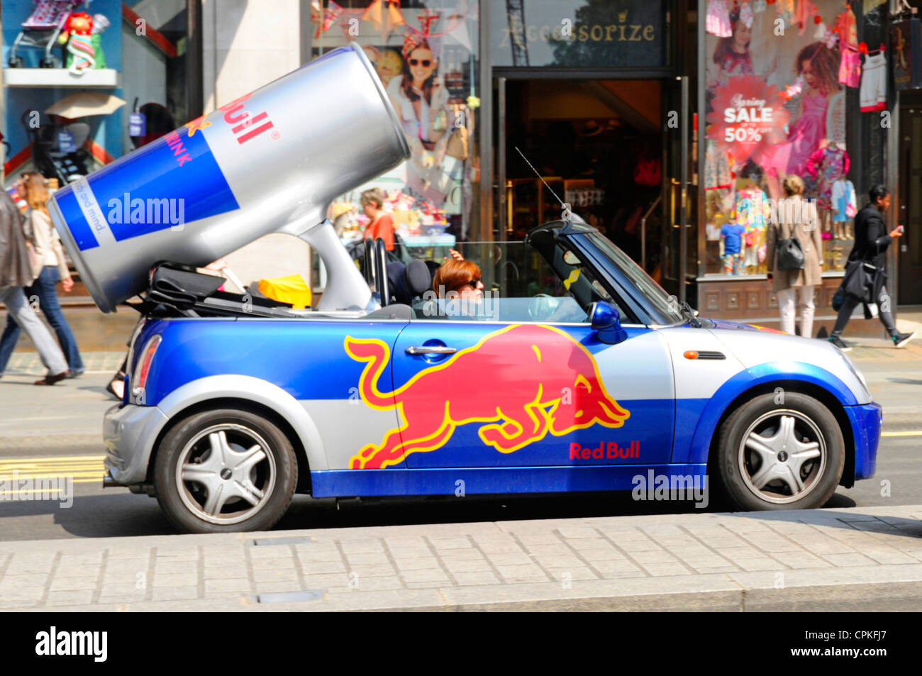 Red Bull Kühlschrank Promotion : Cans red bull stockfotos cans red bull bilder alamy