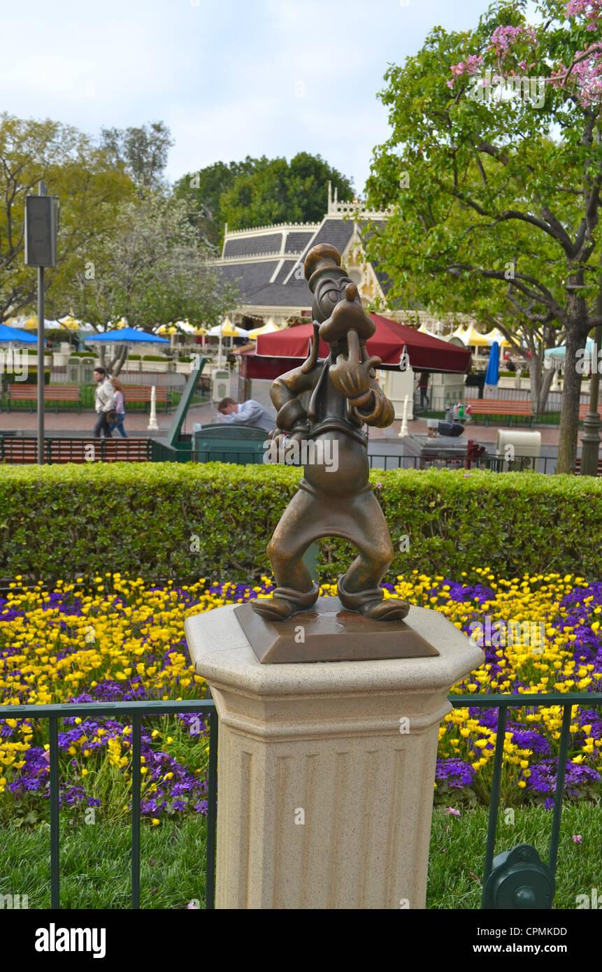 Goofy-Statue im Disneyland Park. Stockfoto
