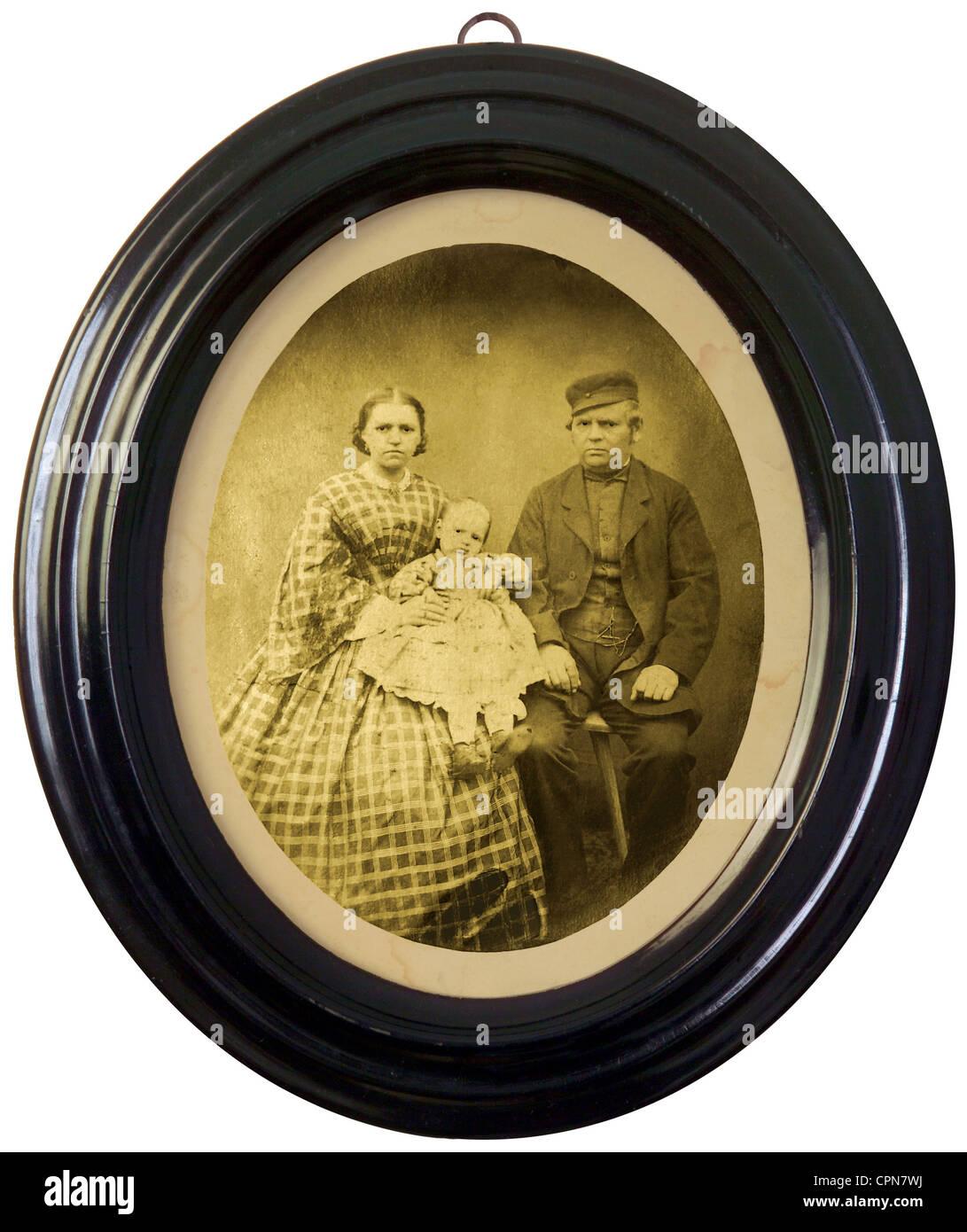Oval Frame Antique Stockfotos & Oval Frame Antique Bilder - Alamy
