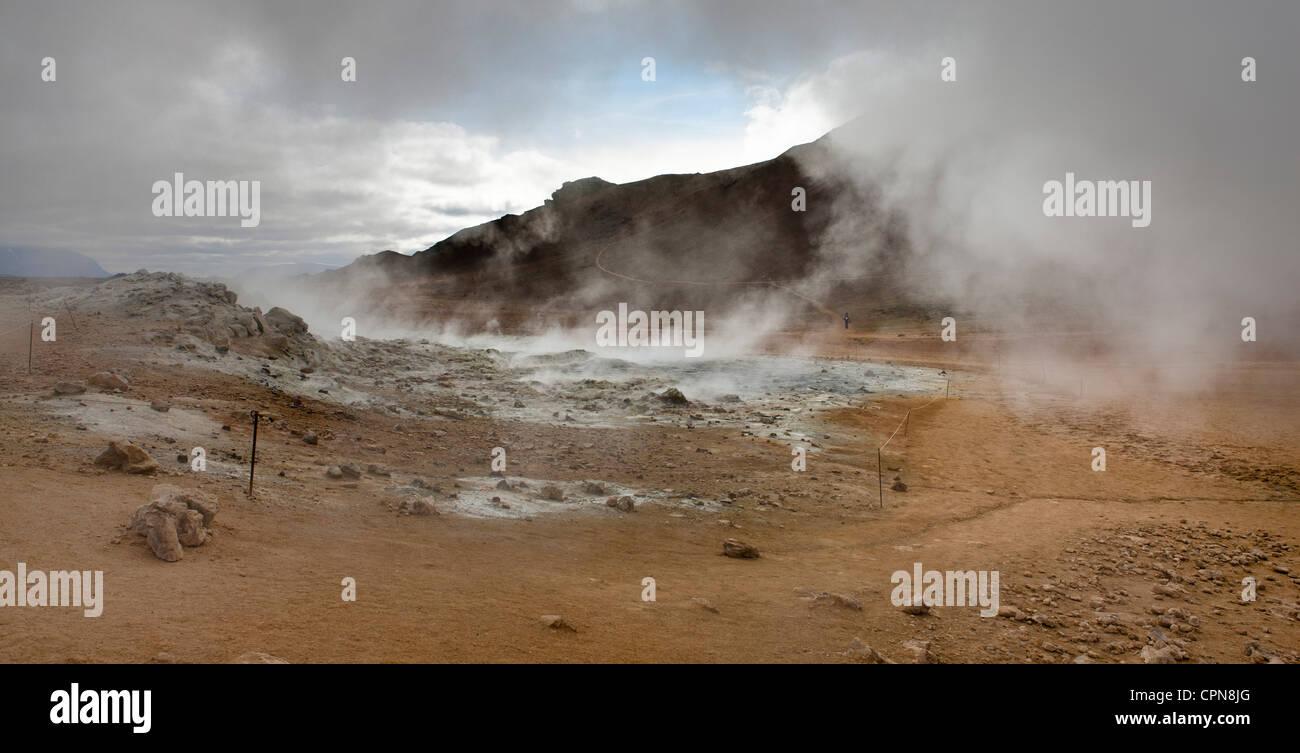 Island, Namafjall, Fumarolen und loslassen Dampf und Schwefel Gas Schlammpötte Stockbild