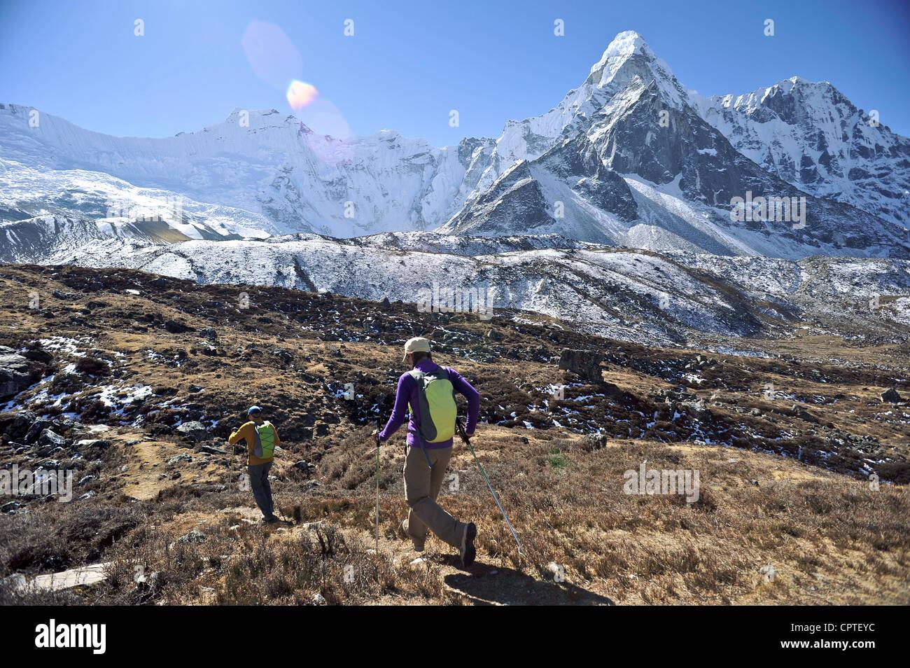 Trekker Anfang Tageswanderung, Chhukung, Nepal Stockbild