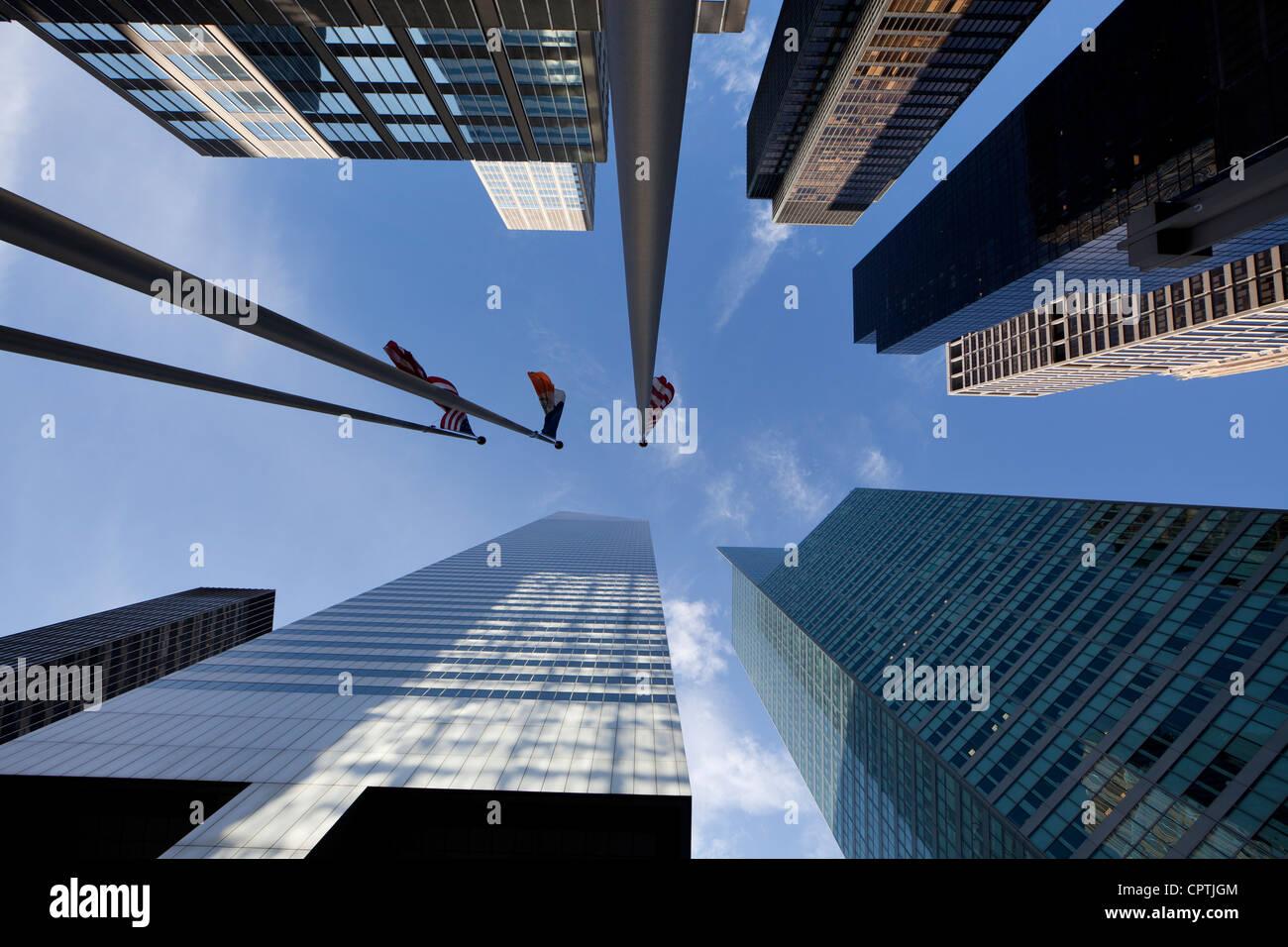 Blickte zu Wolkenkratzern in Midtown Manhattan, New York City Stockbild