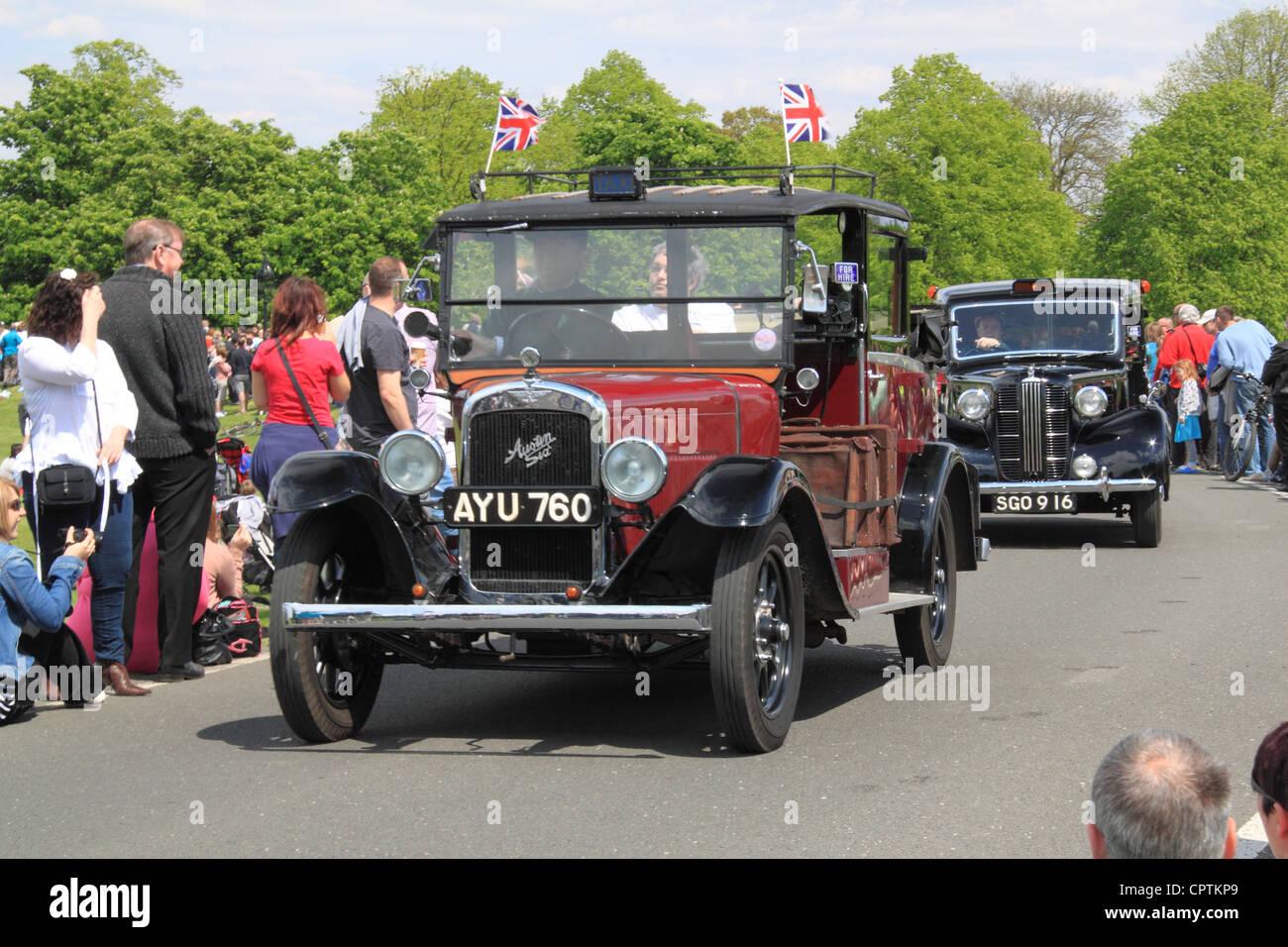 1934 austin sechs tieflader und 1956 austin fx3 london taxis vintage fahrzeugparade chestnut sonntag