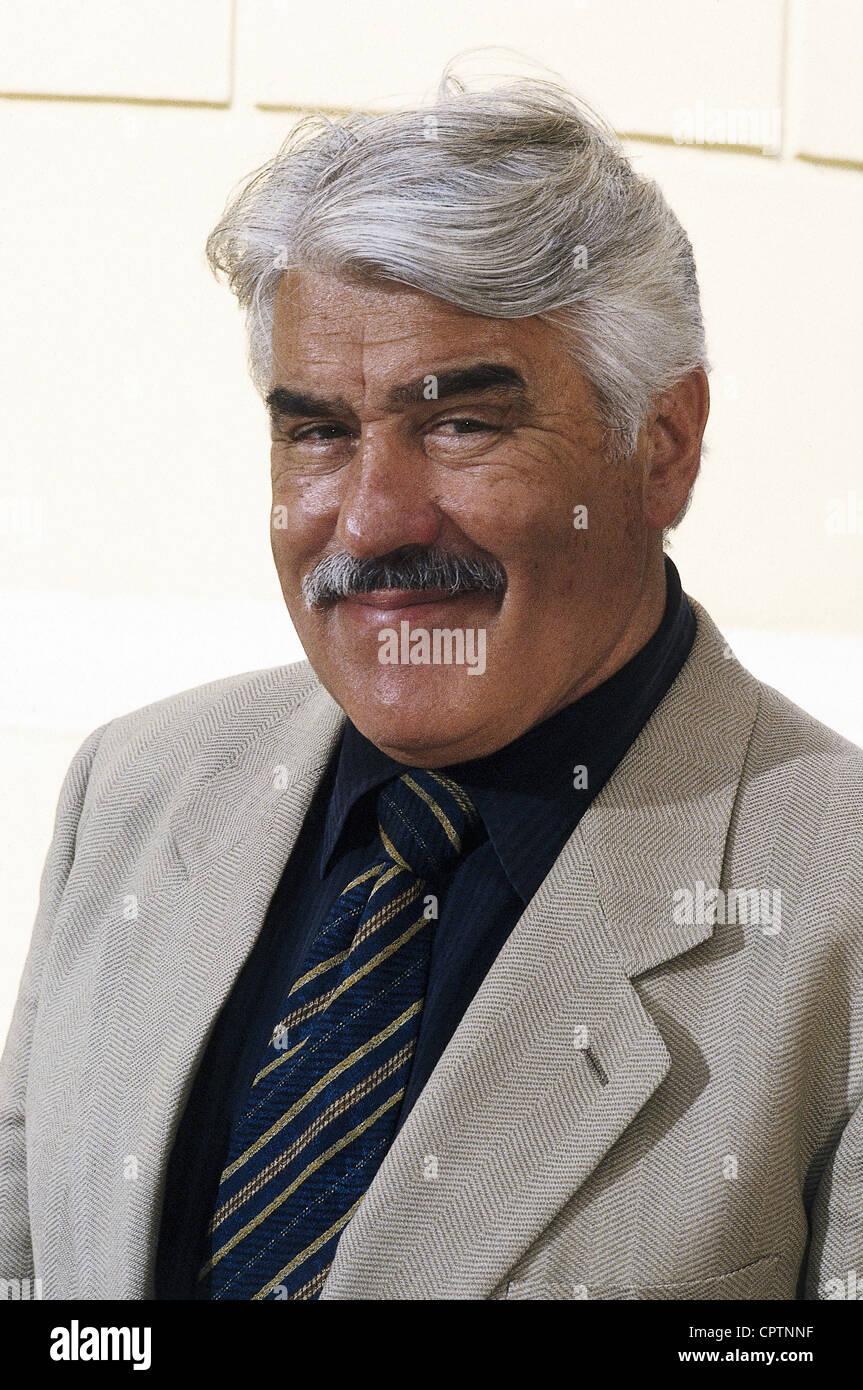 Adorf Mario 891930 Deutscher Schauspieler Porträt 1996