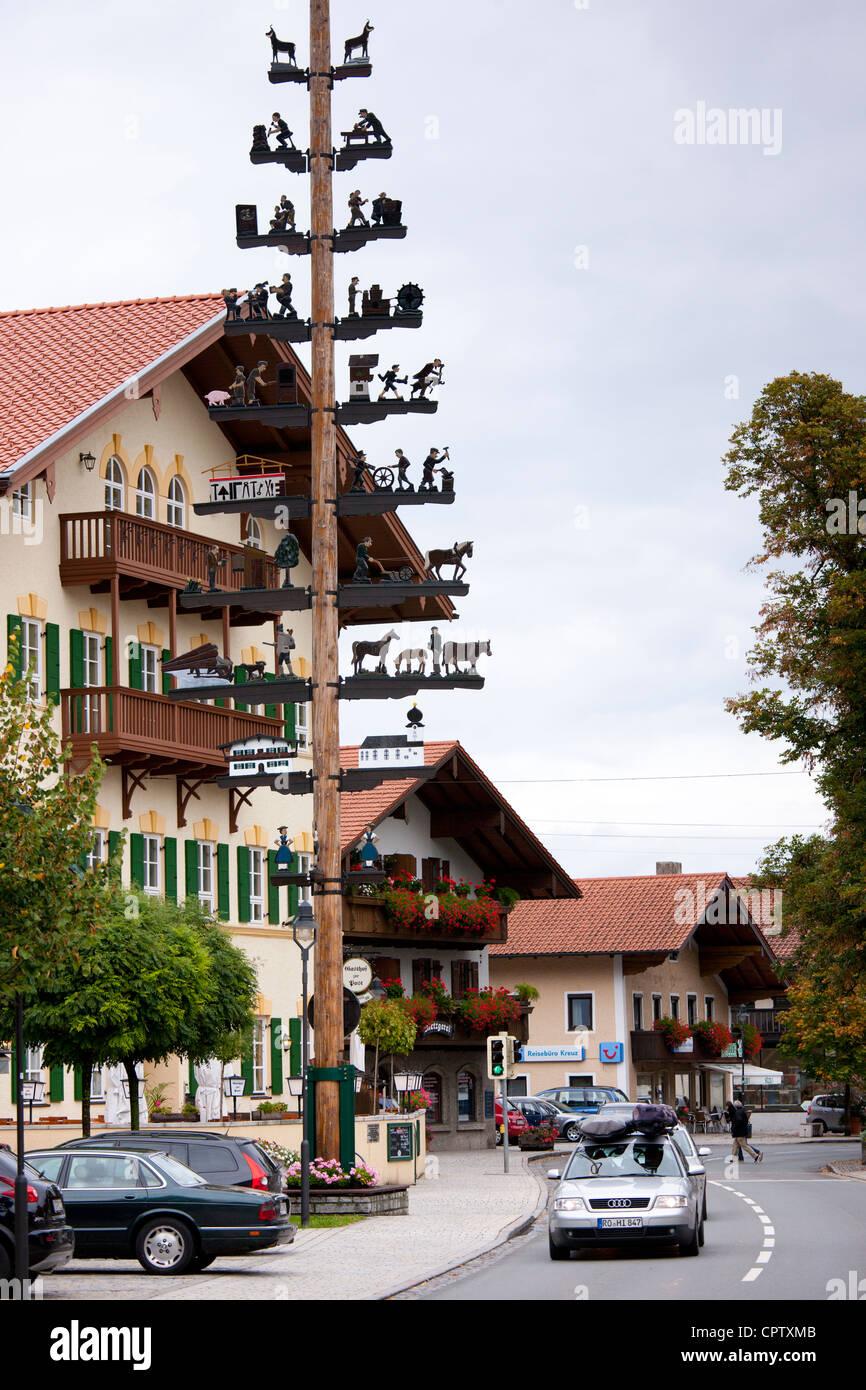 Maibaum von ländlichen pastorale und Gewerbe Szenen in Grassau in Baden-entwickelt, Bayern, Deutschland Stockbild
